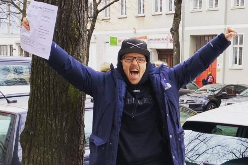 Grund zum Jubeln: Jan Delay hat endlich seinen Lappen!