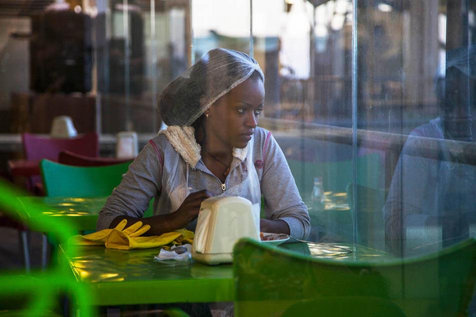 Die äthiopische Immigrantin Rahil (Yordanos Shifera) nimmt Zain bei sich auf.