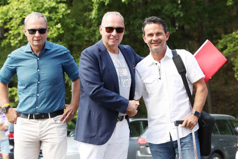 Seine siebte Trainer-Vorstellung ist elf Tage her: Helge Leonhardt (l.) begrüßt Dirk Schuster.