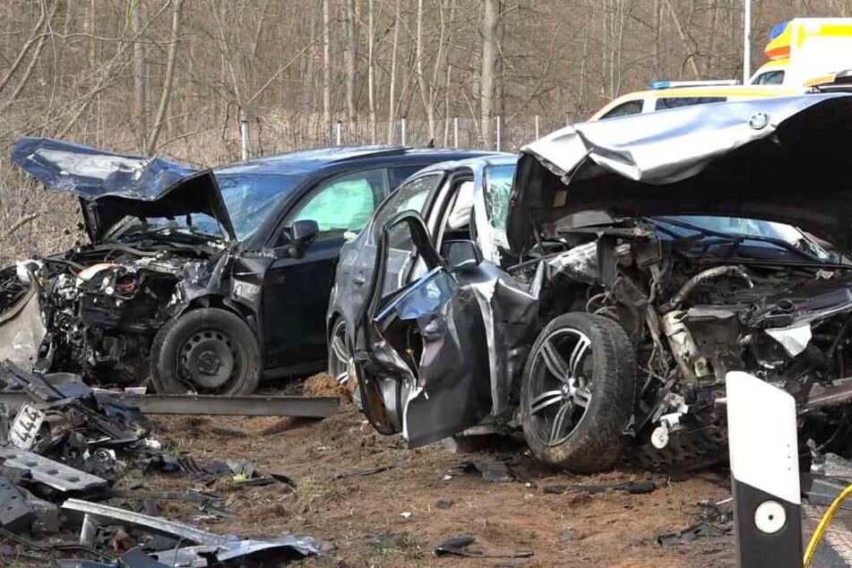 Fünf Menschen wurden bei dem schweren Unfall verletzt.