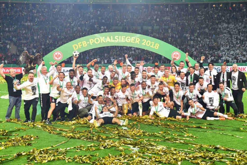 Der amtierende DFB-Pokalsieger ist das erste Team in der Bundesliga, das Kameras so nah an sich heran lässt.