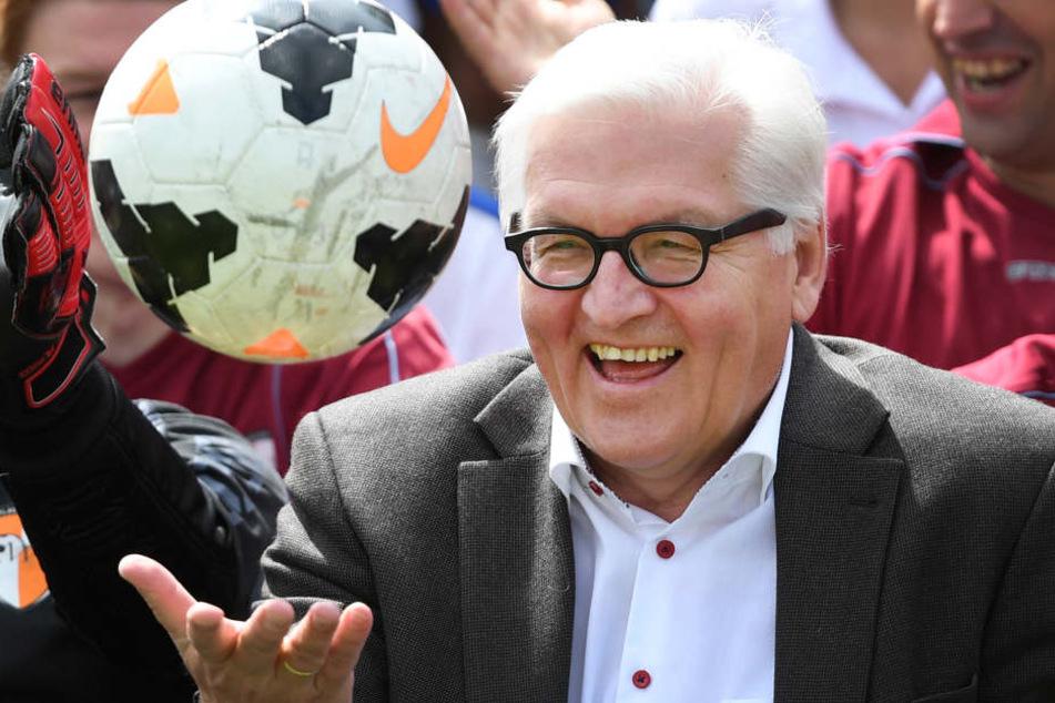 Bundespräsident Frank-Walter Steinmeier (62) besucht am Freitag den Fußballverein Bonner SC (Archivbild).