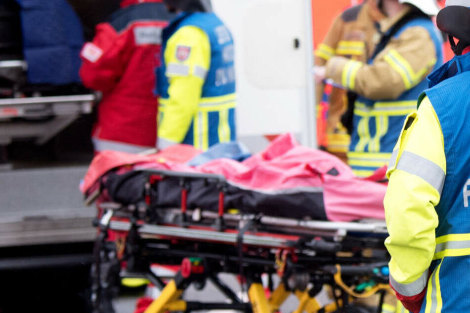 Eingeklemmt und tödlich verletzt: Brüder sterben bei schrecklichem Unfall von mehreren Autos