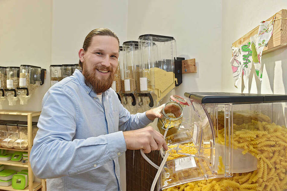 Sven Binner (30) hat in der vergangenen Woche seinen Unverpackt-Laden in Striesen eröffnet.