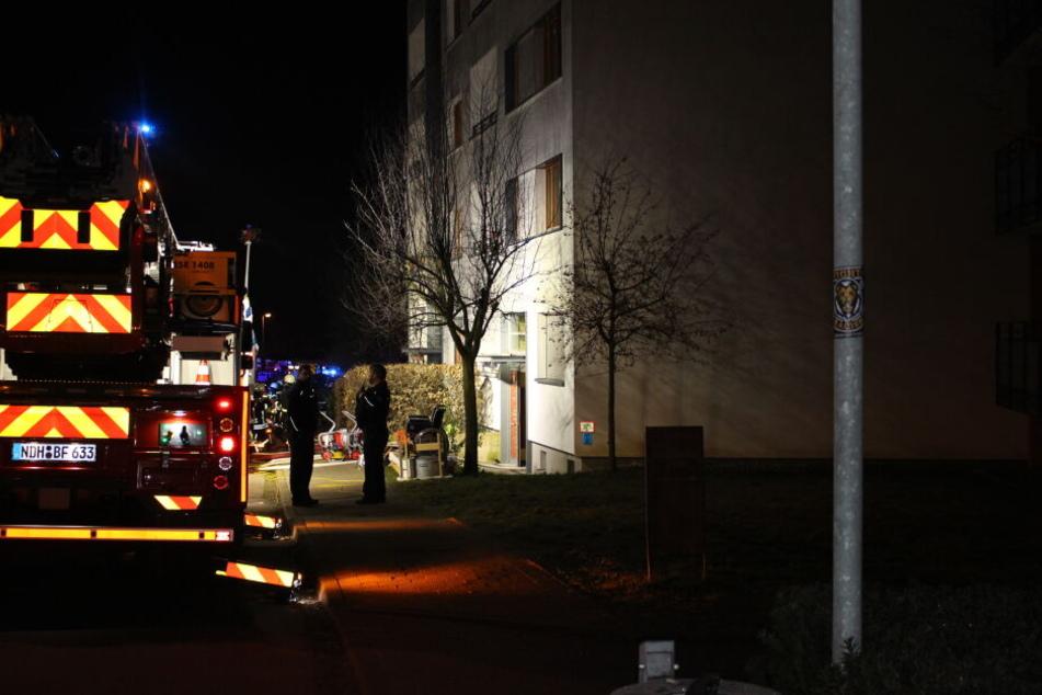 Die Feuerwehr musste mehrere Menschen mit einer Drehleiter retten.