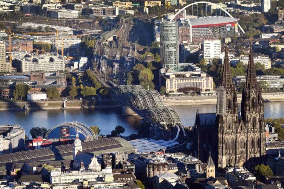 Die Stadt Köln leidet unter schlechter Luft durch viel Autoverkehr in der Stadt.