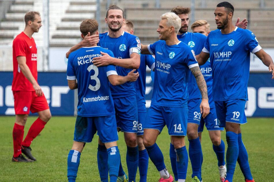 Die Spieler der Stuttgarter Kickers jubeln nach einem Treffer beim 4:1-Erfolg gegen den FC Nöttingen.