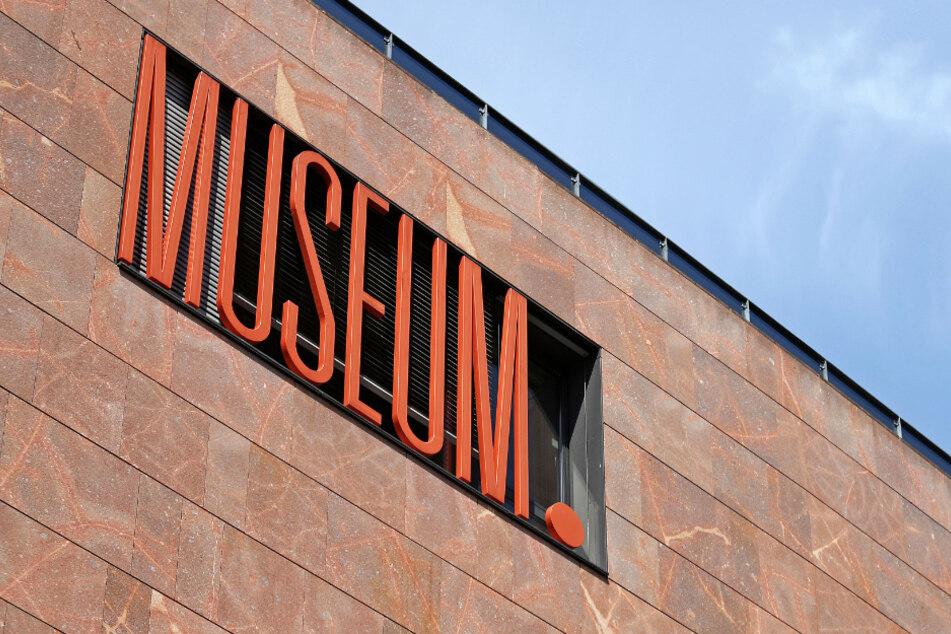 "Leipzig: Der Schriftzug ""Museum"" am Stadtgeschichtlichen Museum."