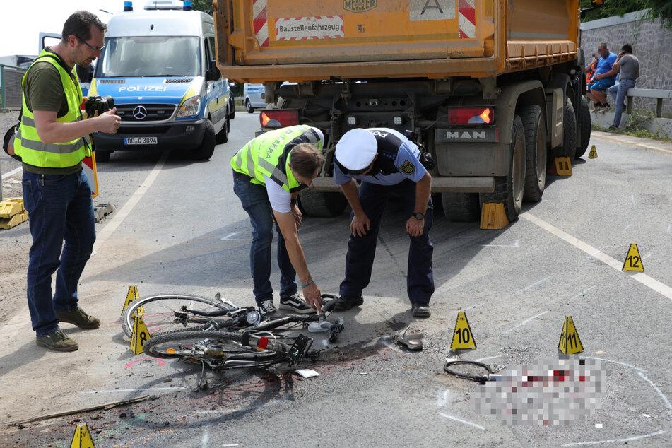Das Fahrrad hat einigen Schaden abbekommen. Auf der Straße waren auch große rote Flecken zu sehen, ob es sich dabei um Blut handelt, ist nicht klar.