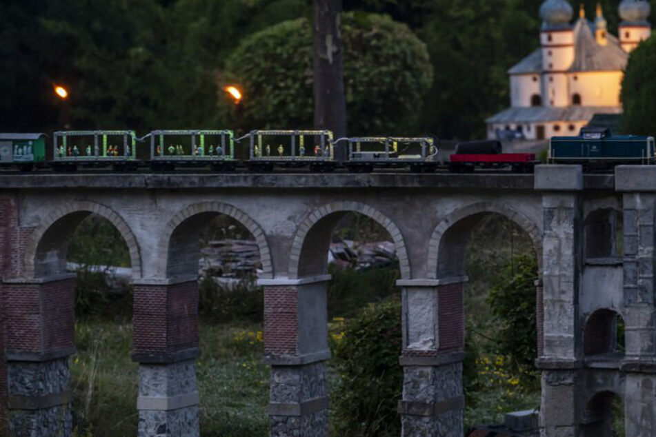 Disco-Zug sorgt für Party-Alarm in der Miniwelt Lichtenstein