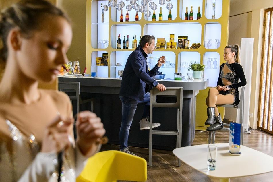 Eine Haarspange soll Konkurrentin Chiara ein für alle Mal ausschalten.