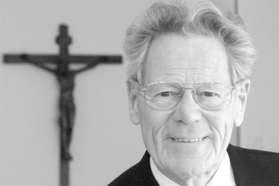 Stuttgart: Trauerfeier für Papstkritiker Hans Küng (†) in Tübingen