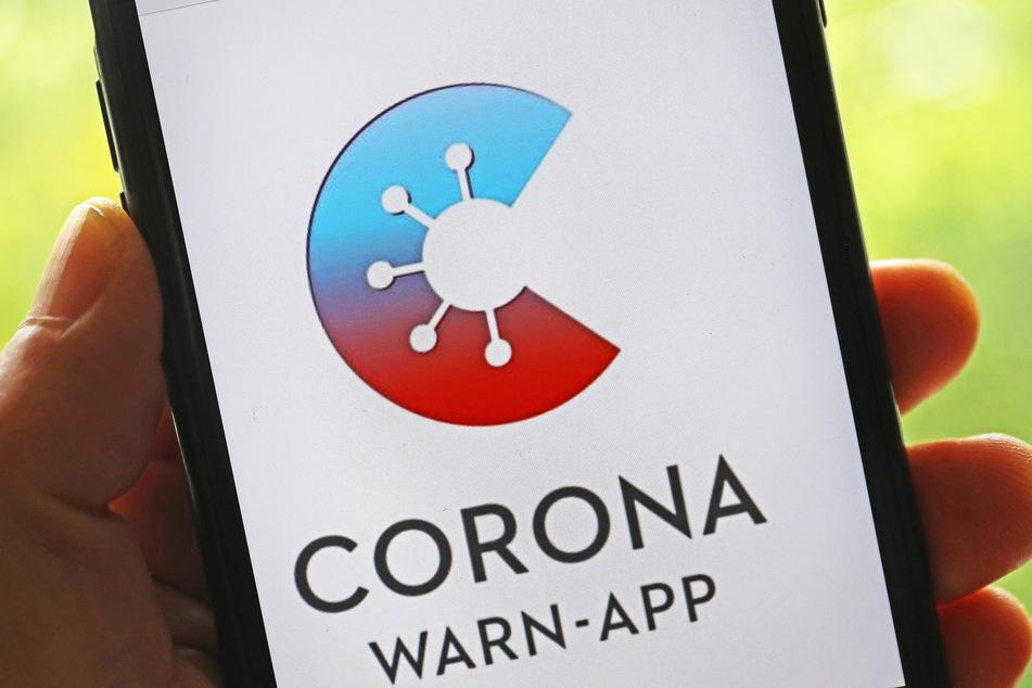 Das Projektteam aus Deutscher Telekom und SAP hat die Corona-Warn-App außerdem so verändert, dass sie für Genesene künftig bereits nach der ersten Impfung den vollständige Impfschutz angezeigt. Weiterhin können Nutzer, die eine Auffrischungsimpfung erhalten haben, diese ab sofort in die Corona-Warn-App übertragen.
