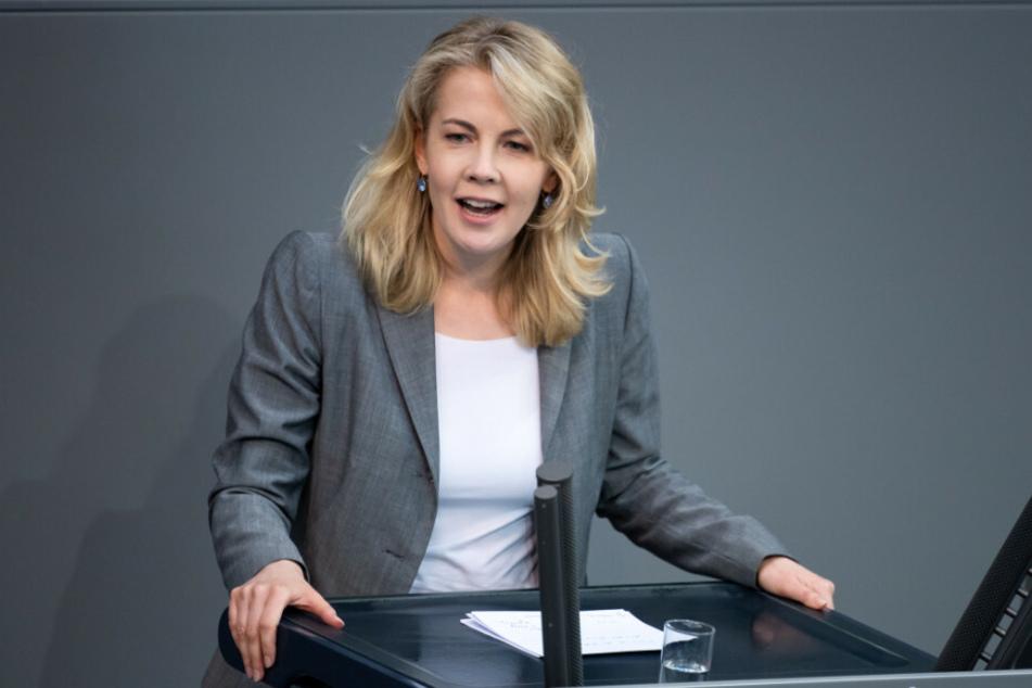 FDP-Chef Christian Lindner (41) hat sich bei der Verabschiedung der bisherigen Generalsekretärin Linda Teuteberg (39, FDP) zu einer Äußerung hinreißen lassen, die als sexistisch aufgefasst wurde.