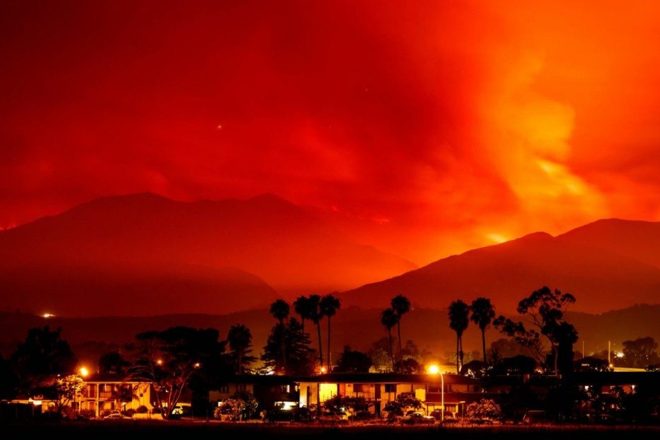 Es sind beeindruckende Aufnahmen, die das schreckliche Ausmaß der Flammen nur erahnen lassen.