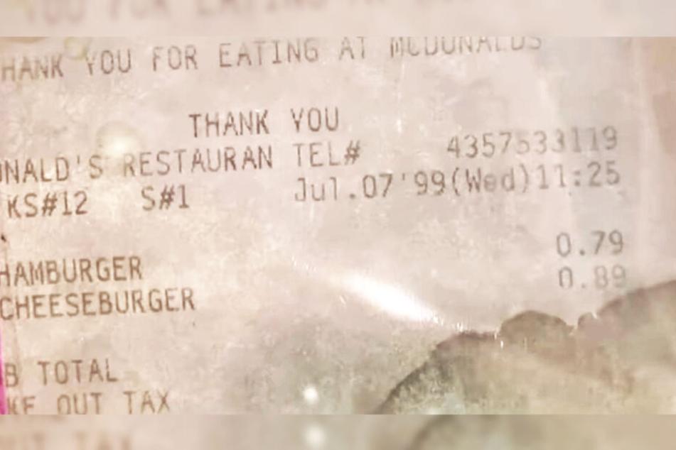 Auf dem Kassenzettel ist das Datum und der Preis der Mahlzeit gut zu erkennen.