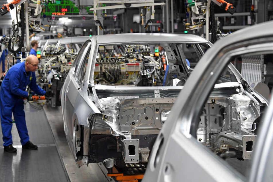 Im VW-Werk Zwickau ruht derzeit eine Fertigungslinie bei der Golf-Produktion. (Archivbild)