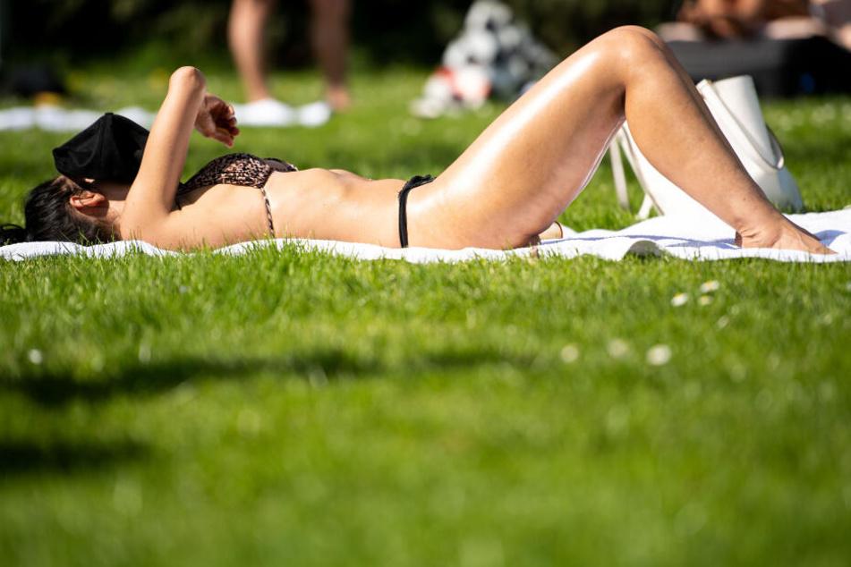 Im Freibad lassen sich die hohen Temperaturen besser ertragen.