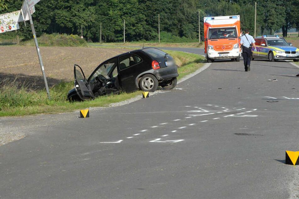 Die Polizei sperrte die Straße während der Unfallaufnahme.