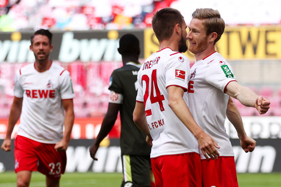 Florian Kainz (r.) jubelt nach seinem Tor zum 2:0 für Köln mit Vorbereiter Dominick Drexler.