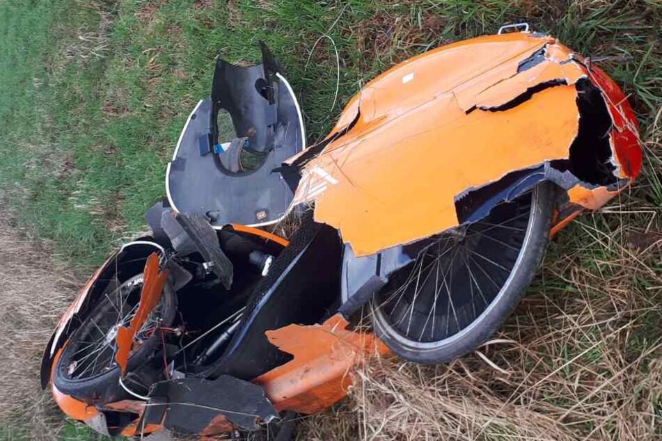 Dabei wurde ein 55-Jähriger samt Liegefahrrad von einem Auto gerammt und von der Straße geschleudert. Der Radler starb noch am Unfallort.
