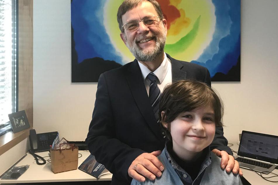 Der neunjährige Laurent aus Amsterdam mit seinem Professor Peter Baltus.