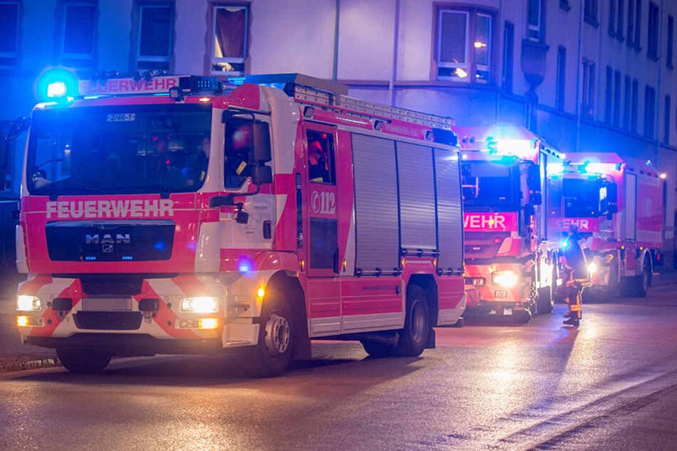 Vier der sieben Bewohner des Mehrfamilienhauses wurden bei dem Brand in Altlindenau verletzt. (Symbolbild)
