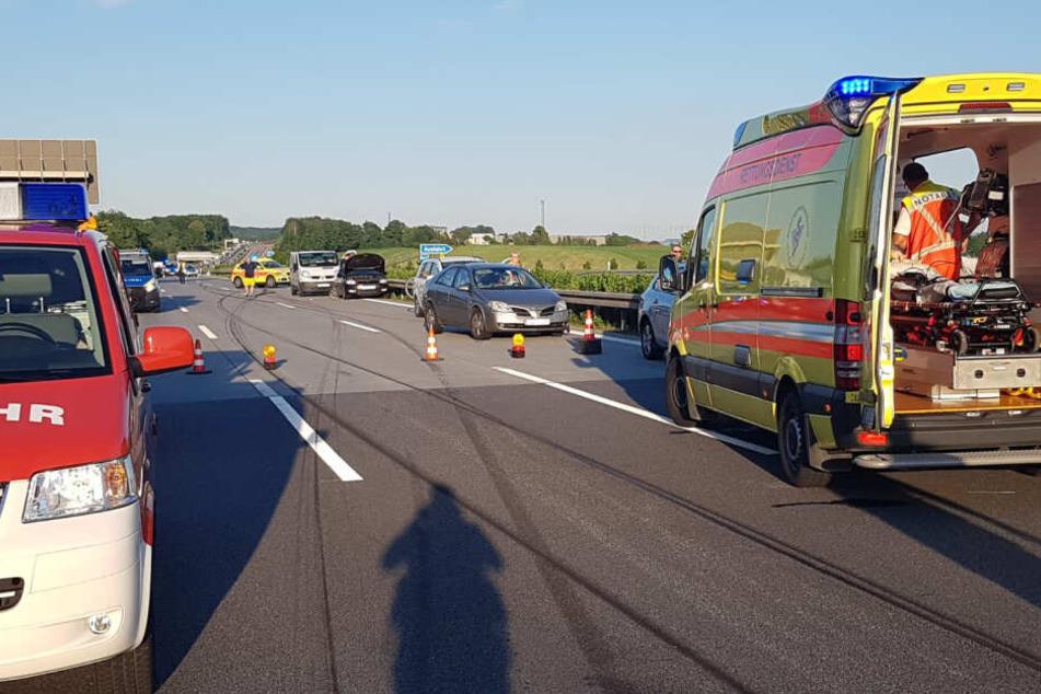 Das Auto krachte in Höhe der Anschlussstelle Hohenstein-Ernstthal gegen die Mittelleitplanke.