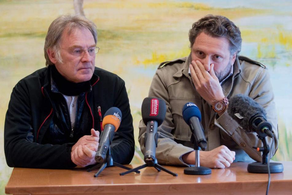 Fabrizio Sepe (rechts), Geschäftsführer vom Serengeti-Park Hodenhagen, und Frank Ahrens, zoologischer Leiter auf einer Pressekonferenz.