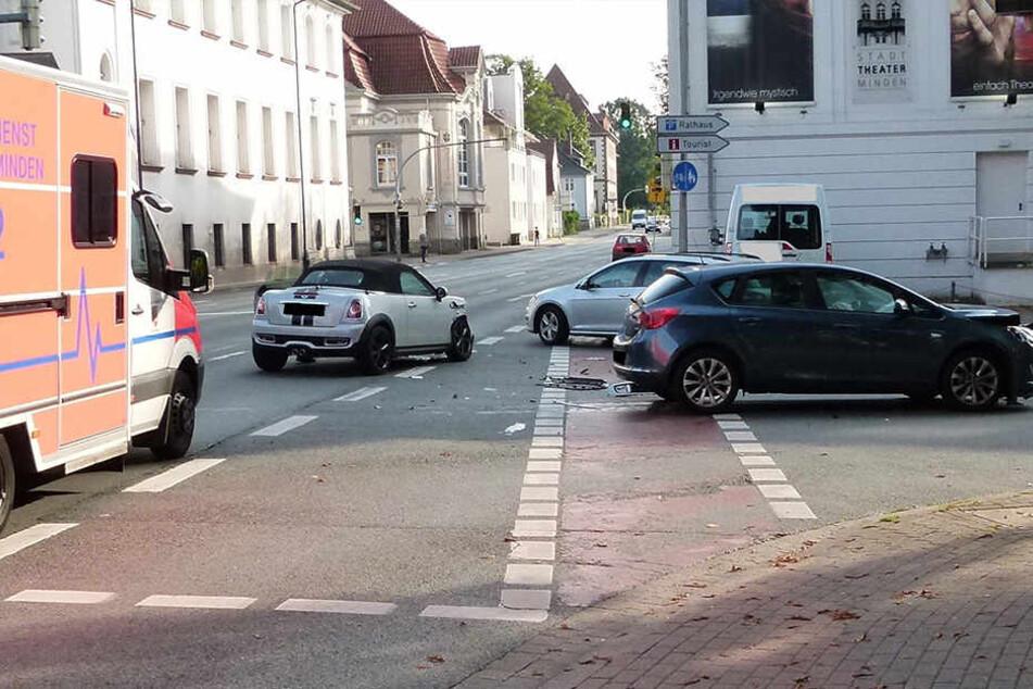 Der Mini-Fahrer übersah im Gegenverkehr einen Opel.