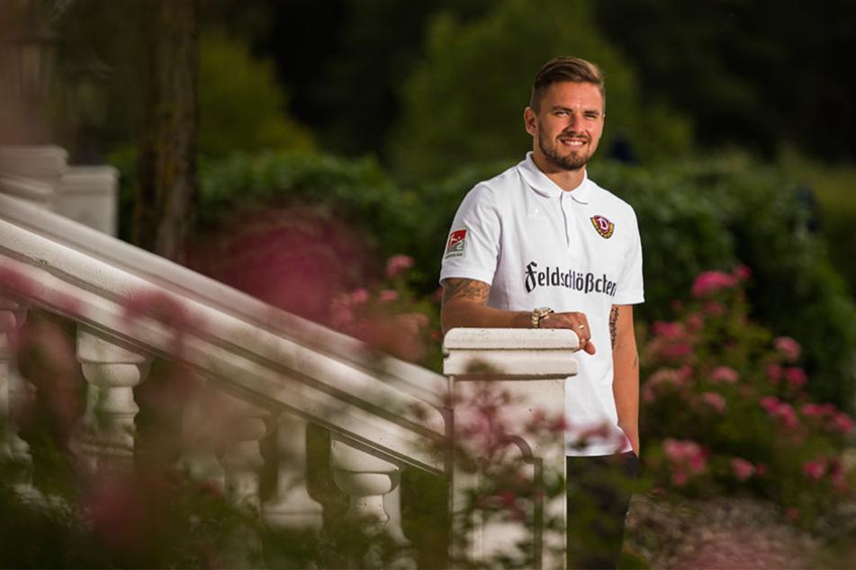 Guter Laune mit einem Lächeln im Gesicht: Pascal Testroet im Garten des Dynamo-Teamhofes.