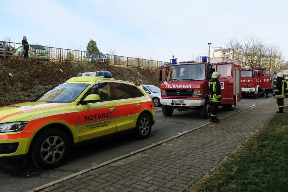 Einsatzkräfte fanden bei einem Wohnungsbrand in Lößnitz eine tote Person.