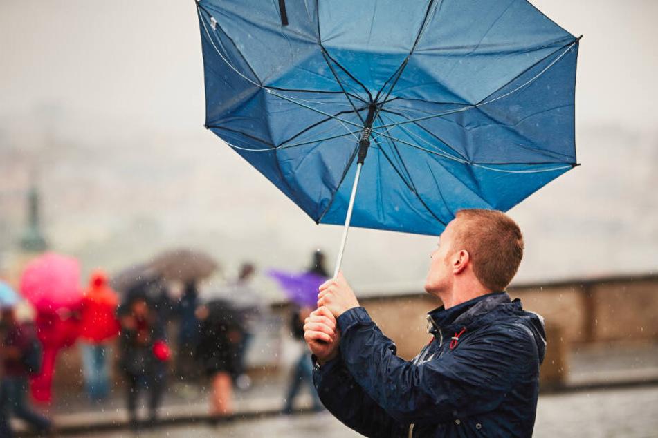 Stellt Euch auf ein insgesamt stürmisches und regnerisches Wochenende ein.