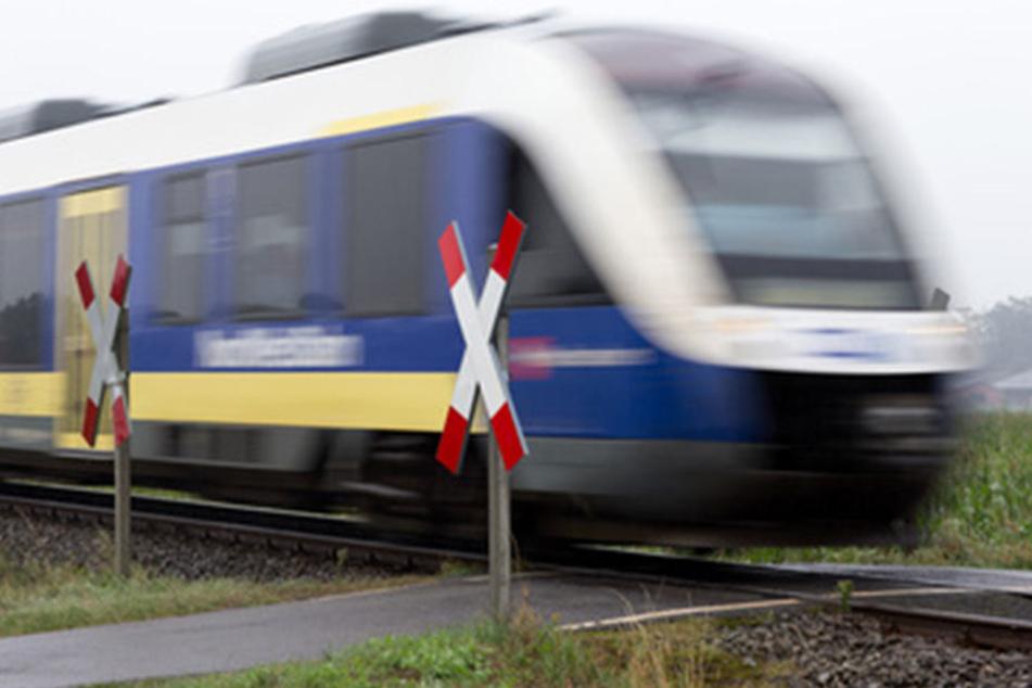 Für knapp eine Woche brauchen Reisende auf der Strecke zwischen Bielefeld und Osnabrück 70 Minuten länger. (Symbolbild)