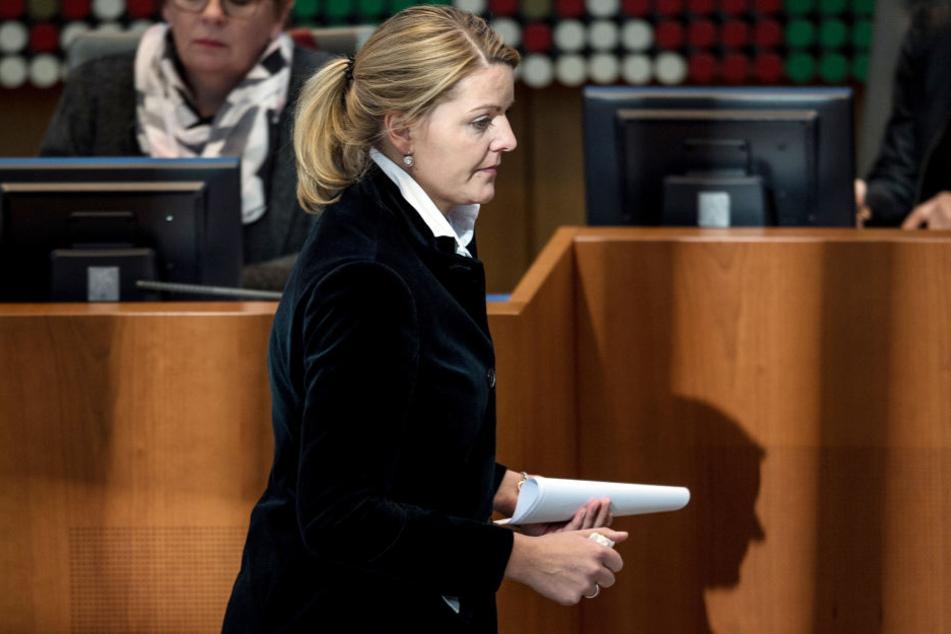 Jetzt muss sich Christina Schulze Föcking (41) vor einem Untersuchungsausschuss verantworten.