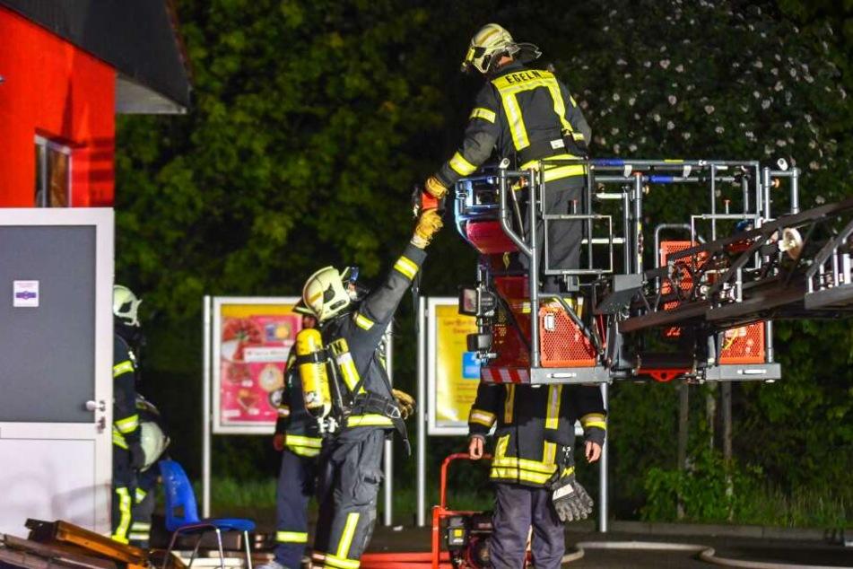 In der Nacht zu Donnerstag hat die Feuerwehr in Egeln einen Großbrand verhindert.