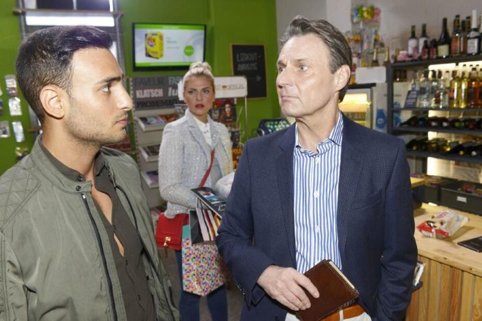 Sunny bekommt im Spätkauf mit, wie Nihat sich bei Jo Gerner entschuldigt.