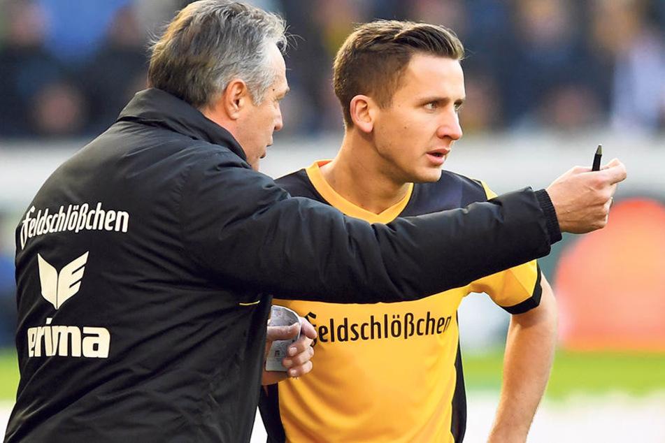 Heute Sechser? Coach Uwe Neuhaus (l.) gibt Paul Seguin taktische Anweisungen.