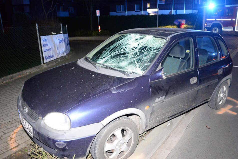 Opel-Fahrerin erwischt Bikerin und verletzt sie schwer