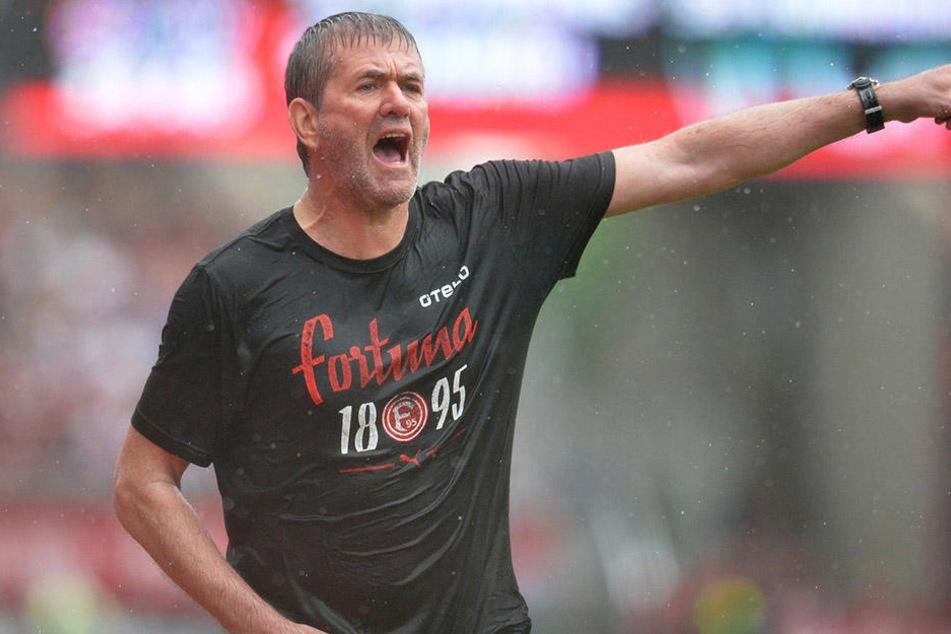 Wie ein begossener Pudel: Fortuna-Coach Friedhelm Funkel steht Medienberichten zufolge kurz vorm Rausschmiss.
