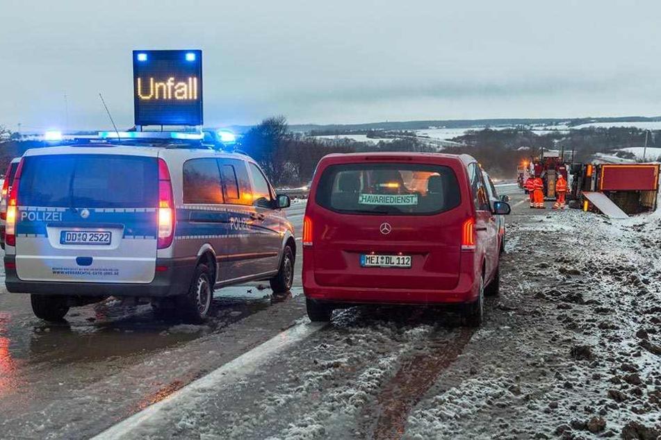 Die Sperrung der Fahrspuren sorgte für Verkehrsbehinderungen.