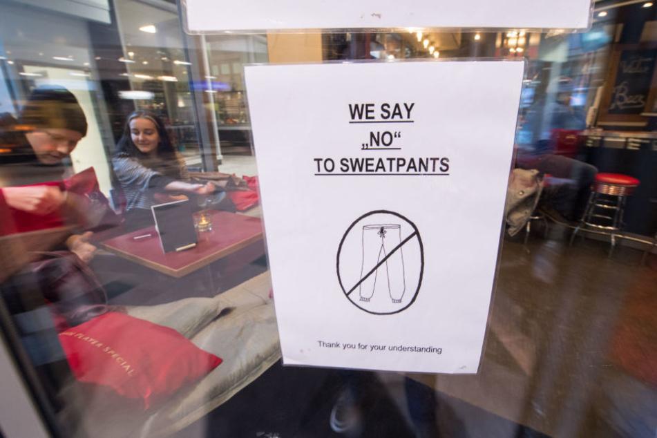 Das Verbotsschild aus einem Stuttgarter Café sorgte für riesiges Aufsehen!