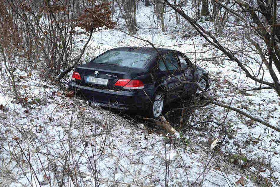 Der BMW landete im Straßengraben.