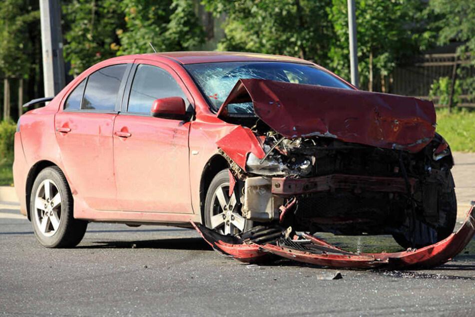 Verletzte kam es offenbar keine. Die Polizei prüft derzeit den Unfallhergang. (Symbolbild)