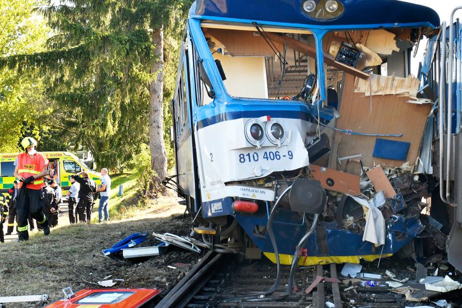 Kollision zwischen Triebwagen und Lok: 20 Verletzte bei Zugunglück
