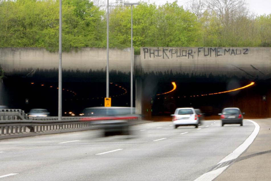 Die A46-Tunnel in Düsseldorf werden an diesem Wochenende gewartet und deshalb gesperrt. Umleitungen werden eingerichtet.