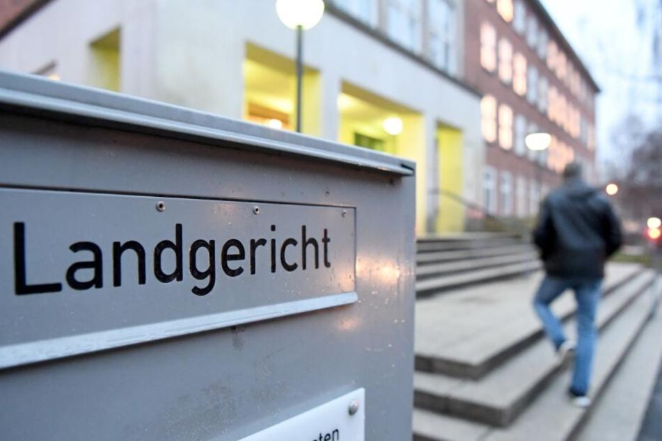 Der Prozess findet vor dem Kieler Landgericht statt.