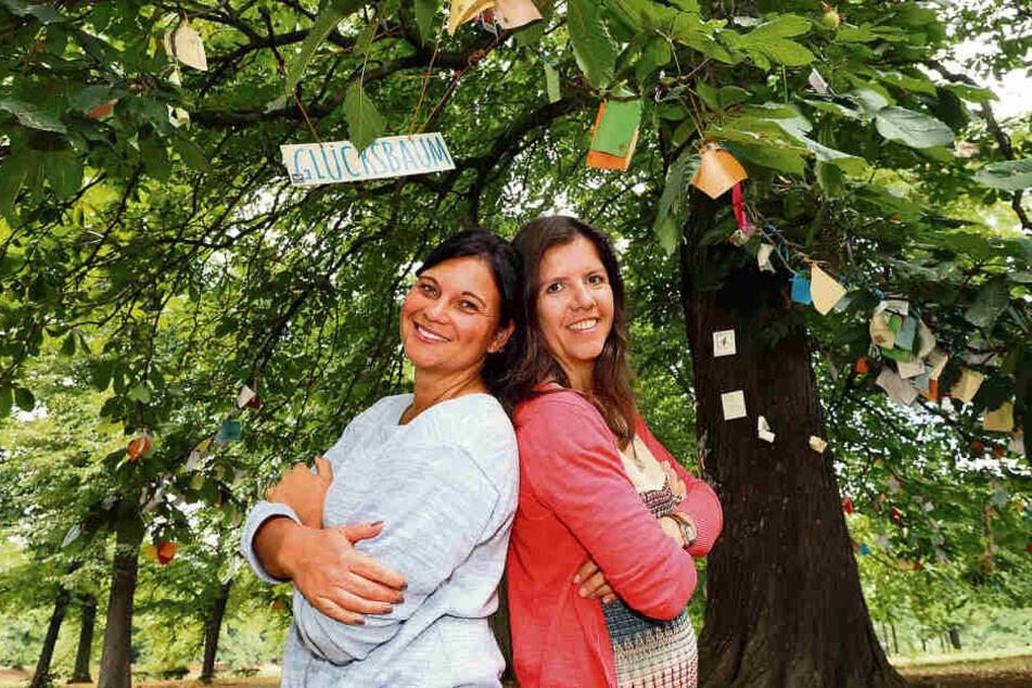 """Katrin Gärtner und Julia Enoch engagieren sich beim Verein """"Wolfsträne"""". Dort erfüllen sie Kinderwünsche - nicht nur vom Glücksbaum."""