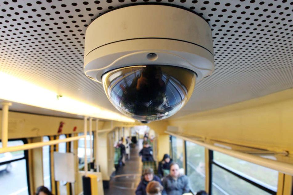 """Wer nicht in Bussen oder Bahnen gefilmt werden möchte, soll """"videofreie Zonen"""" bekommen, fordert der Datenschutz."""