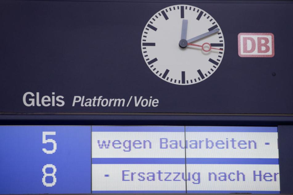 Wegen Bauarbeiten der DB Netz AG ist der Streckenabschnitt gesperrt. (Symbolbild)